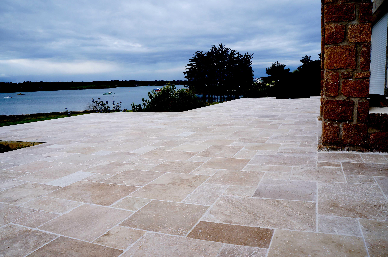 Grande terrasse en pierre