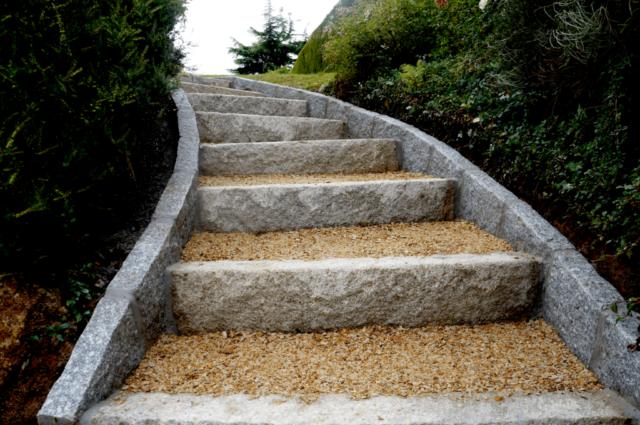 Escalier extérieur gravillon